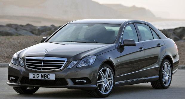2009_Mercedes-Benz_E220_CDI_(_W212_)_AMG_sports_package_-_UK_version_001_3285